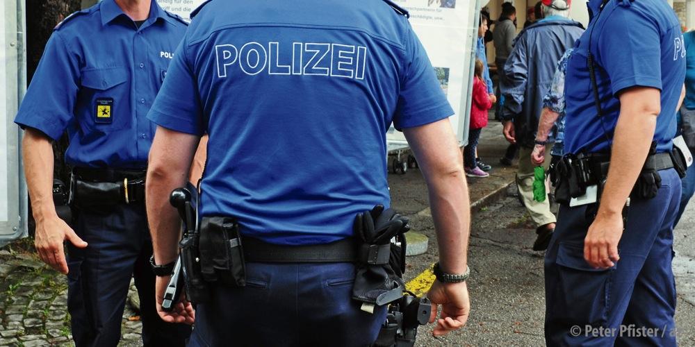 Laut Regierungsrätin Rosmarie Widmer Gysel sind die Schaffhauser Polizisten mit Kommandant Blöchlinger zufrieden. Foto: Peter Pfister