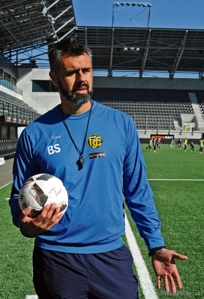 Für Leute wie ihn wurde das Wort Hüne erfunden: Boris Smiljanic, der neue FCS-Trainer. Foto: Peter Pfister