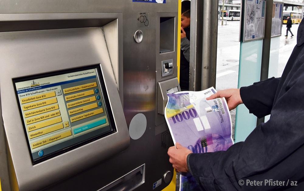 Muss man bald mit den ganz grossen Noten bezahlen? ÖV-Ticketpreise sind in den letzten 20 Jahren stark gestiegen. Ein Ende ist nicht in Sicht. Foto: Peter Pfister