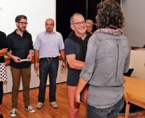 Wahlen 2016: Katrin Huber gratuliert Ernst Sulzberger.