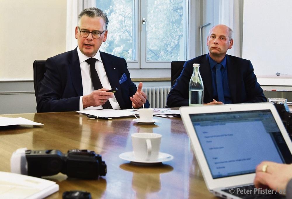 EKS-Geschäftsführer Thomas Fischer (links) und Regierungsrat Martin Kessler an der Medienkonferenz. Foto: Peter Pfister