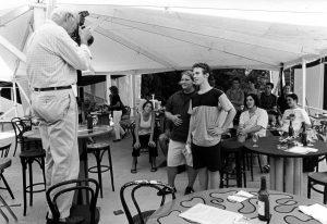 August 2003: Christoph Lenz (vorne stehend, rechts) und Florian Keller (links, stehend) treten zur Ständeratswahl an. Es ist der erste öffentliche Auftritt der AL. Foto: Peter Pfister