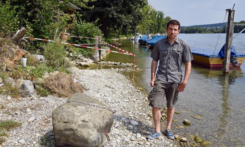 Samuel Gründler bei einem der kalten Zuflüsse. Foto: Peter Pfister
