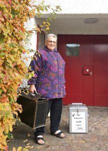 Letzter Arbeitstag für Astrid Höfler nach 33 Jahren als Stimmenzählerin.