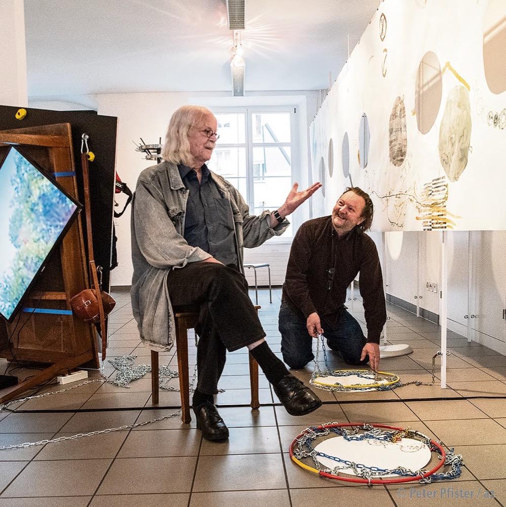 Der «Alte» und der «erst fast Alte» in ihrer Ausstellung. Foto: Peter Pfister