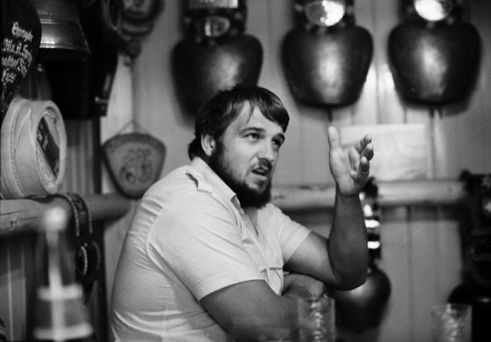 1981: Schläpfer als Schwingerkönig im Wohnzimmer. © Eric Bührer
