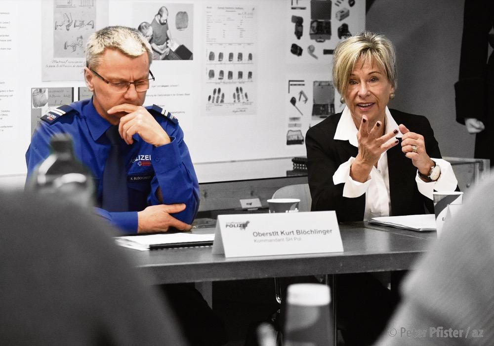Kurt Blöchlinger und Rosmarie Widmer Gysel an einer Pressekonferenz, März 2018. Foto: Peter Pfister.