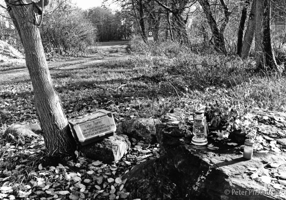 Gedenkstätte beim Mühlebach, die anlässlich des Prozesses im November 1996 eingerichtet wurde. © Peter Pfister