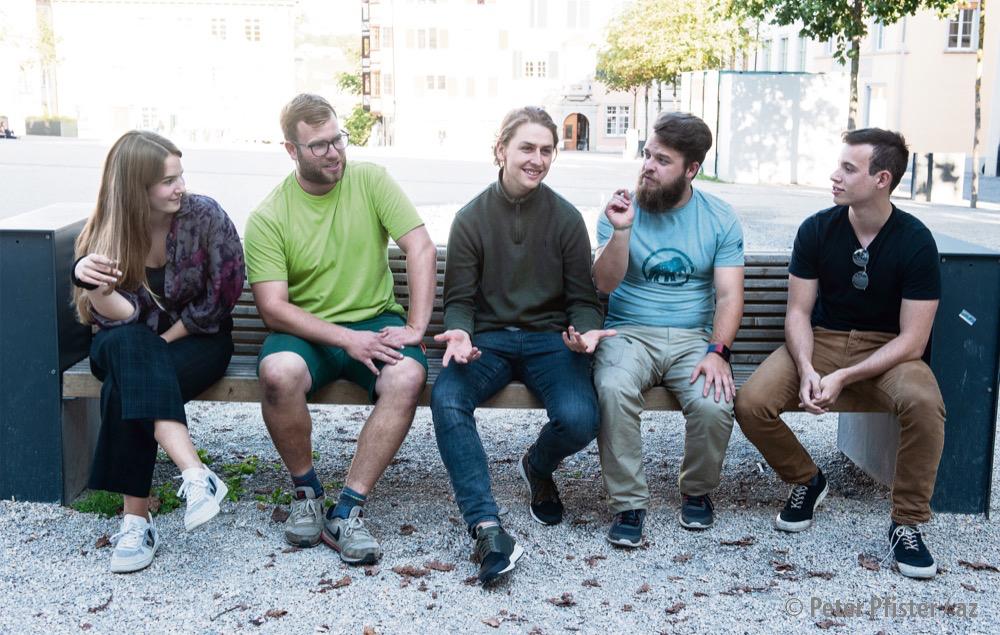 Von links nach rechts: Aline Iff (Junge Grüne), Cédric Käppler (Juso), Tim Bucher (JGLP), Michael Kahler (JSVP), Gabriel Sonderegger (JF).