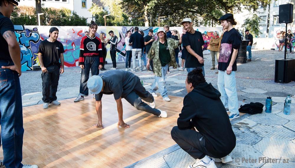 Breakdance, Graffiti, DJing und Rap – die vier Elemente des Hip-Hop am JMNC-Jam im Mosergarten.
