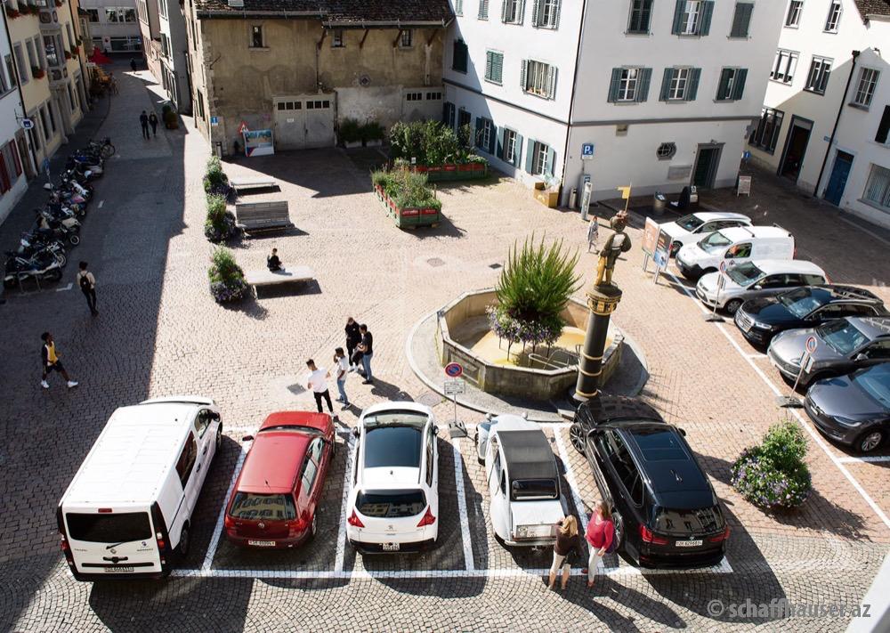 Der «Platz» soll autofrei werden, fordern WWF, AL und Grüne. © Fabienne Spiller