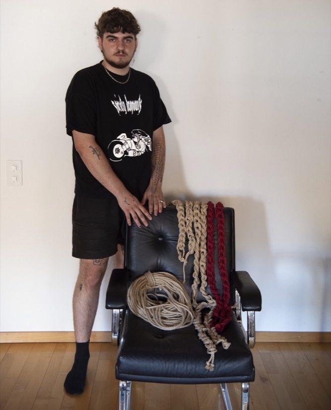 Julien Kabil und ein Teil seiner Ausrüstung. ©Julia Leppin