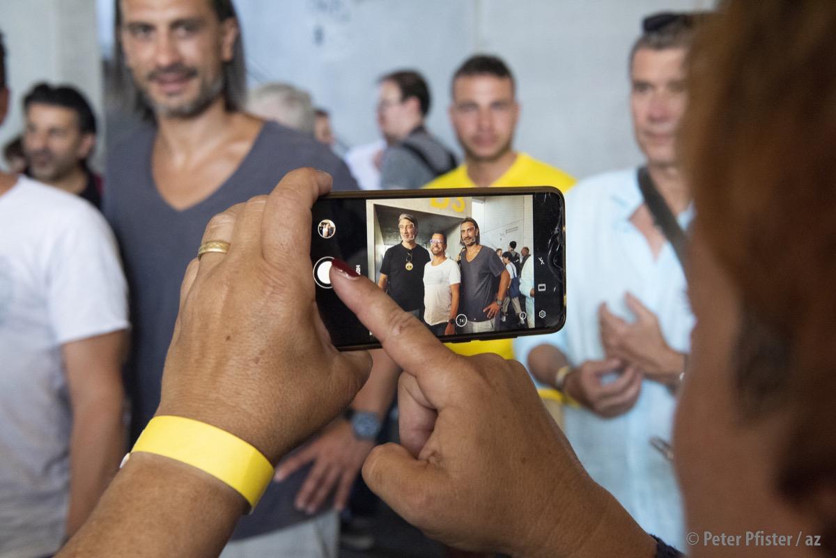 Selfies mit den Yakins im VIP-Bereich