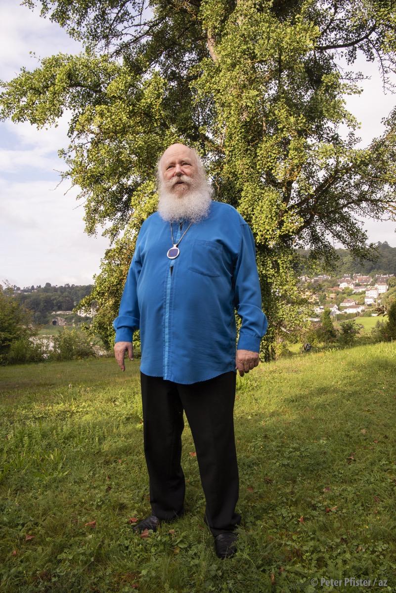 «Ich bin nie im Garten, ich bin immer am Klavier»: Werner Bärtschi draussen vor seinem stattlichen Haus.